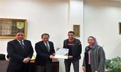 تكريم الابن البار/ يسر الدين - رئيس اتحاد طلاب جامعة الإسكندرية